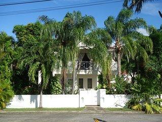 Tropical garden 3 bedroom, 3 bathroom villa, only 5 minutes walk  to beach