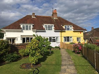 A beautiful cottage in the heart of the New Forest and a short drive to beaches