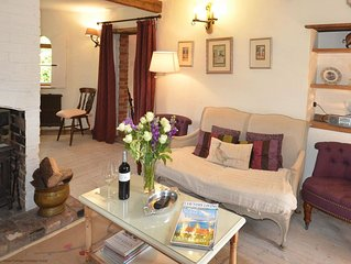 Truffle Cottage -  a holiday home that sleeps 3 guests in 2 bedrooms