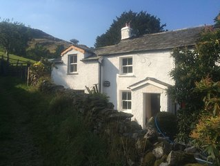 CHARACTERFUL LAKELAND COTTAGE,WIFI, SKYTV, LOG FIRES IN PICTURESQUE SETTING