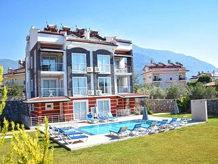 Stunning 3 Bedroom 3 Bathroom Apartment With Free WIFI