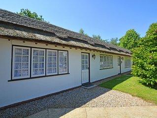 Jasmine Cottage - Two Bedroom House, Sleeps 3