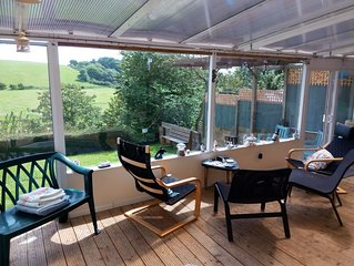 Lovely Bright Garden Apartment With WiFi & Spa overlooking RSPB reserve. Brading