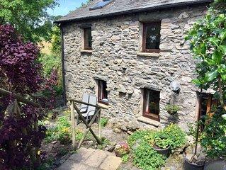 Romantic cosy barn. Peaceful. Full of birdsong. Wifi, Netflix. Detached. Garden.