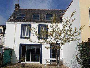 Maison avec jardin dans un village côtier