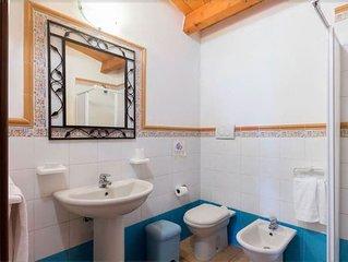 Villa per 8/10 persone, vista mare, 4 camere, 2 bagni, grande giardino privato