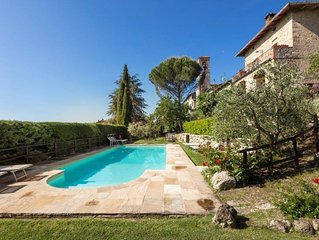 City  / Village Apartment in Castel San Gimignano with 1 bedrooms sleeps 3