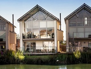 The Mallows (HM81), Cotswolds - sleeps 6 guests  in 3 bedrooms