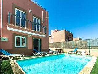 Lux Villa.Hot Tub,Private Heated salt water pool,free air conditioning & wi fi.