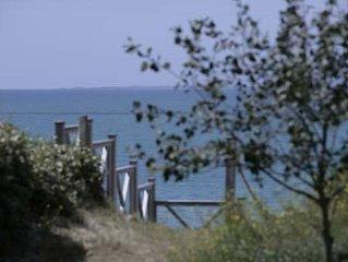 Les pieds dans l'eau, notre villa de vacances vue sur les Iles Chausey,  10 km d
