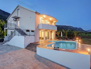 Comfortable, detached villa with pool, lots of privacy and stunning views