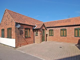 The Old Bake House - beautifully presented, ground-floor property just yards fro