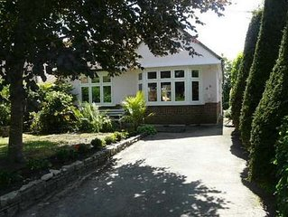 BOURNECOAST: Beautifully presented BUNGALOW with LOG CABIN in the garden- HB5757
