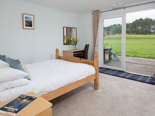 Hadrian - sleeps up to 6, pet friendly, with communal Function Hall/Games Room