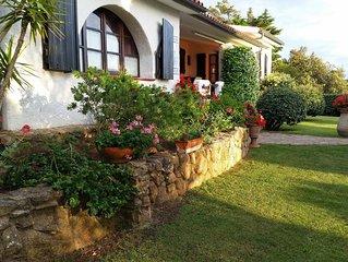 Villa La Sarra tavolozza di colori, atmosfera ,equilibrio fra mare e campagna