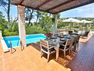 Villa with private pool, BBQ and harbour view  (small open motorboat included)