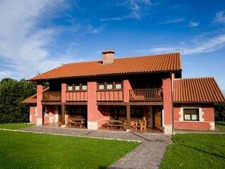 Casa rural alquiler íntegro con 5 habitaciones para 10 personas en Llanes