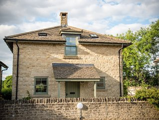 Cosy family cottage on Cotswold nature reserve