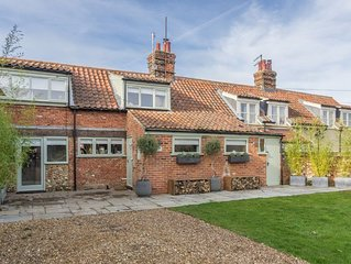 This property is located near the fabulous sandy beach and the coastal path.