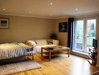 BOURNECOAST: Studio flat - walking distance to beach - ideal for couples -FM6033