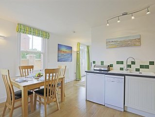 Hamish Place - Two Bedroom House, Sleeps 4