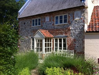 Historic Thatched Cottage Close To The Coast