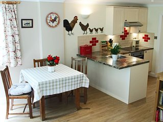 Pet-friendly Holiday Cabin in secluded rural idyll near the New Forest.