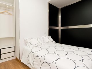 Jardines Bajo A apartment in Sol with WiFi, air conditioning & lift.