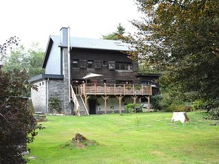 Chalet renovated with great care, large garden, direct access to the river