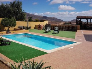 Relax & Recharge Villa,Private pool,garden,free WIFI, BBQ&A/C nr Caleta de Fuste