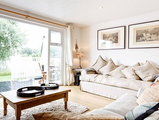 Stylish Lake Lodge in the Cotswolds