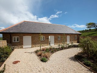 THE COW BYRE detached barn conversion (sleeps 6 in 3 bedrooms; 1 King 1 Double 1