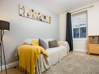 Bright top floor one bed apt in Southville