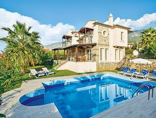 Spacious villa close to a popular resort, with pool, sun terrace and free Wi-Fi