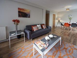 Luxury spacious apartment near Glasgow Airport - FREE Parking.