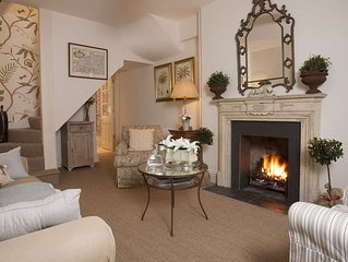 Bijou 3 story townhouse, sleeps 4, centre of Tetbury
