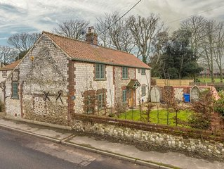 A fabulous luxury cottage, located in the centre of pretty Thornham village.