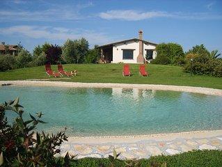 appartamenti in villa di campagna con piscina