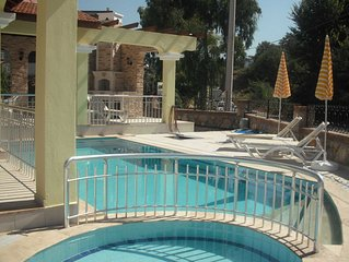 Villa: Private Pool, BBQ & gated gdn, forest views, close to beach, cafe, s'mkts