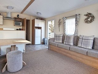 VERY PEACEFUL & MODERN CHILD & PET FRIENDLY STATIC CARAVAN ON A 5* HOLIDAY PARK