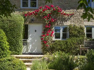 Poppy's Cottage in the Cotswolds sleeps four. With a beautiful large garden. Dog