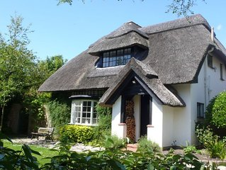 Idyllic Thatched Cottage with Outdoor Swimming Pool in West Wittering