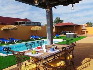 preciosa villa con piscina climatizada, jacuzzy exterior, wifi gratis