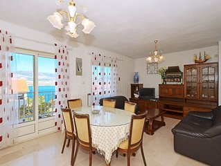 LOLA 1, comfy 2 bedroom apartment, 100m from a beach - pet friendly