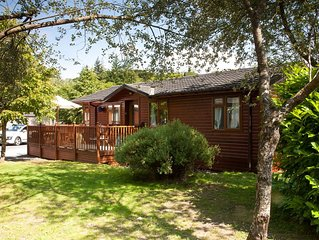 Pet friendly 3 bed lodge on shores of Lake Windermere, detached, private parking