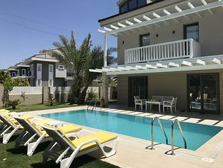 Stylish, Modern Villa, Airport Transfer on Arrival & Luxury Welcome Pack