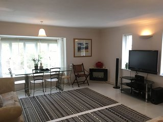 """""""A Gem! Great for Couples & Families, Central Lymington with Parking!"""""""