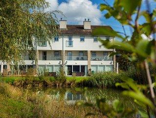 Hm48 3 Storey /4 Bedroom/4 Bathroom/mid terrace/spa/pools