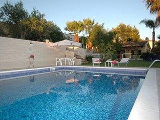 Villa Aurora, a Trappeto, in Sicilia occidentale, con piscina, 3 camere, 8 posti