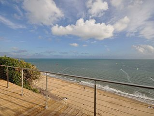 29A Sandbourne -  an apartment that sleeps 6 guests  in 3 bedrooms